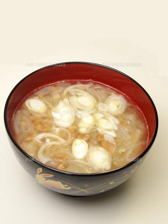 納豆の味噌汁の写真素材 [FYI00317149]
