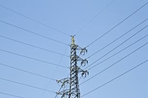 電線と鉄塔と空の素材 [FYI00317348]