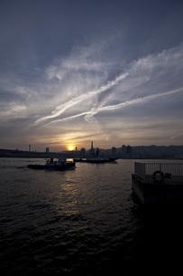 夕方の港の写真素材 [FYI00317396]
