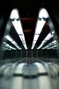 エスカレーターの光輝の写真素材 [FYI00318241]