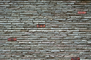 ランダムに置かれたレンガの壁の写真素材 [FYI00318264]