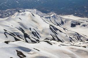 残雪の月山の写真素材 [FYI00319436]