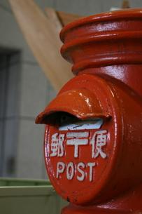 レトロな郵便ポストの写真素材 [FYI00319798]