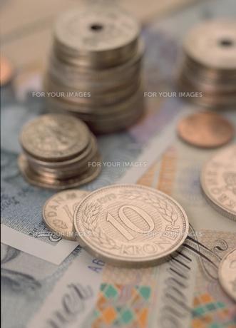硬貨と札の写真素材 [FYI00319913]