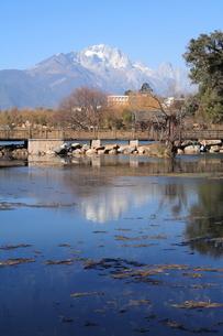 黒龍潭公園の池の写真素材 [FYI00320681]