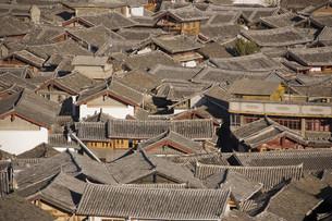 古街の屋根瓦の写真素材 [FYI00320687]