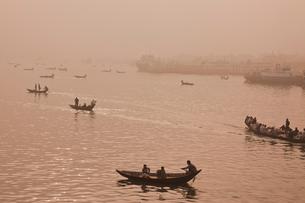 ダッカの渡し舟の写真素材 [FYI00320714]