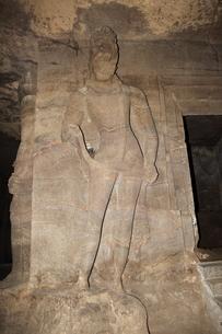 エレファンタ島石窟 シヴァ神殿前の守護神の写真素材 [FYI00320978]