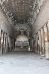 アジャンタ石窟 第10窟内部とストゥーパの写真素材 [FYI00321058]