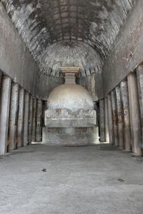 アジャンタ石窟 第10窟内部とストゥーパの写真素材 [FYI00321073]