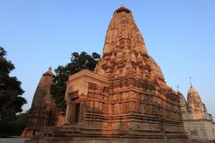 カジュラーホの建造物群 東群のパールシュヴァナータ寺院の写真素材 [FYI00321225]