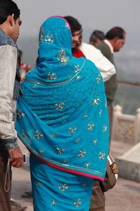 アーグラ城のサリー姿の写真素材 [FYI00321286]