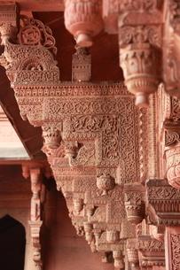 アーグラ城塞 ジャナーンギル宮殿の彫刻腕木の写真素材 [FYI00321294]