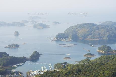 長崎県の海街風景の写真素材 [FYI00321460]