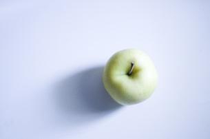 green appleの写真素材 [FYI00321479]