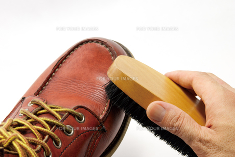 ブーツの手入れの写真素材 [FYI00321517]