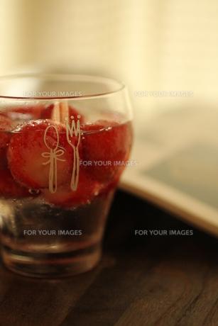 苺のお酒の素材 [FYI00321677]