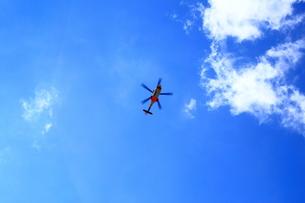 青空とヘリコプターの素材 [FYI00322061]