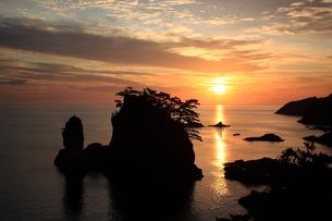 隠岐の島浄土ヶ浦の朝焼けの写真素材 [FYI00322155]