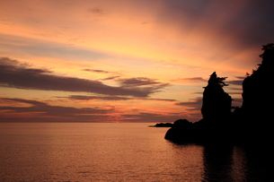 隠岐の島浄土ヶ浦の朝焼けの写真素材 [FYI00322181]