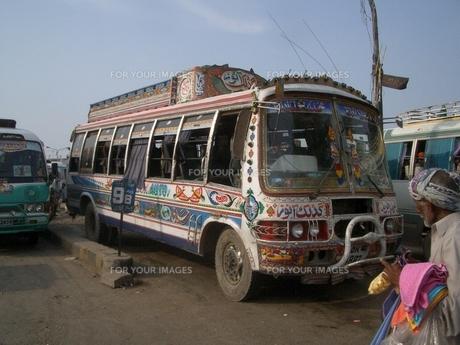 パキスタンの市内バスの写真素材 [FYI00322467]