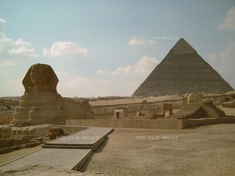ピラミッドとスピィンクスの写真素材 [FYI00322473]