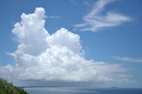 比嘉ロードパークから見た巨大入道雲の素材 [FYI00322650]