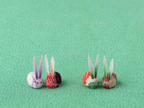 4匹のウサギの置物の写真素材 [FYI00322710]