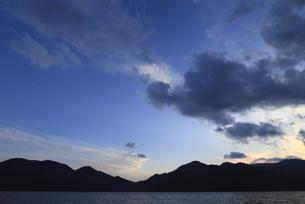 中禅寺湖の夕暮れの写真素材 [FYI00322934]