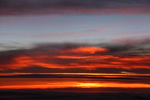 雲の上の夕日の素材 [FYI00322960]