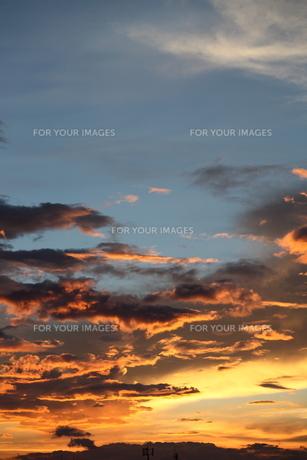 夕日雲の素材 [FYI00323326]