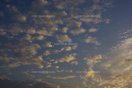 色付く雲の写真素材 [FYI00323561]