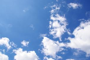 青い空白い雲の写真素材 [FYI00323577]