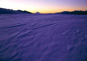 冬の霧ヶ峰と富士山の写真素材 [FYI00323832]