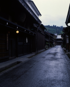 三町筋の薄暮の写真素材 [FYI00323924]
