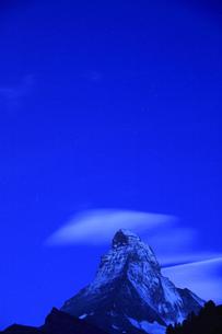 マッターホルンと吊るし雲の写真素材 [FYI00324160]