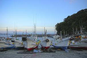 夕暮れの漁港の写真素材 [FYI00324414]
