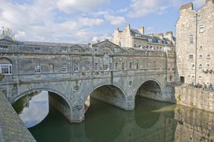 バースのエイヴォン川に架かるパルティニー橋の写真素材 [FYI00324444]