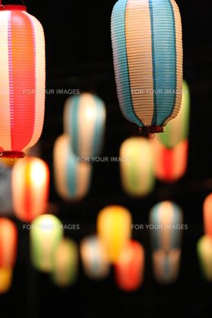 盆踊りの提灯の写真素材 [FYI00325041]