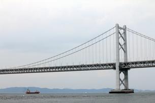 瀬戸大橋と船の素材 [FYI00325097]