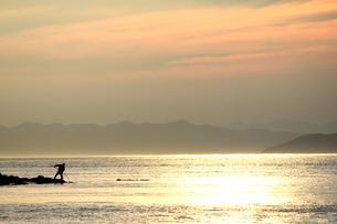 光る海と漁師の素材 [FYI00325114]