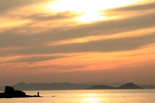 夕日と漁師の素材 [FYI00325116]