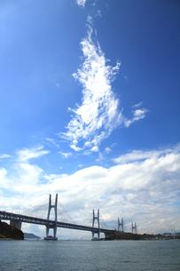 瀬戸大橋と雲の素材 [FYI00325146]