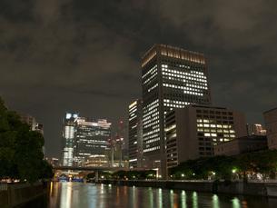 淀屋橋から中之島のビル街の写真素材 [FYI00325415]