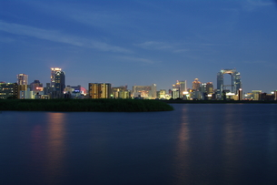 淀川と梅田の夜景の写真素材 [FYI00325517]