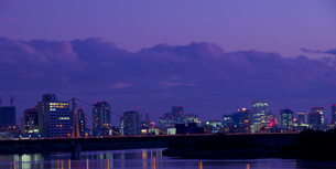 梅田の夜景の写真素材 [FYI00325525]