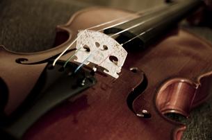 オールドバイオリンの写真素材 [FYI00325550]