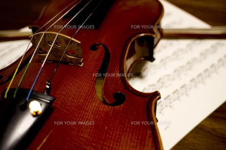 オールド・フレンチヴァイオリンの写真素材 [FYI00325557]