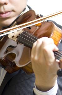 バイオリンの演奏の写真素材 [FYI00325566]