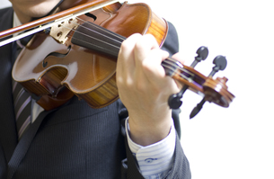 バイオリンの演奏の写真素材 [FYI00325572]